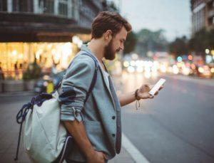 Εξομολογήσεις ενός άντρα: Τι πρέπει να απαντάτε στα SMS μας