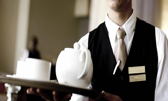 Ανέκδοτο: Κρητικός Αγρότης Πιάνει Δουλειά σε Ξενοδοχείο