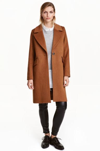 Αυτά είναι τα πιο στιλάτα παλτό από την εταιρία H&M για τον φετινό χειμώνα