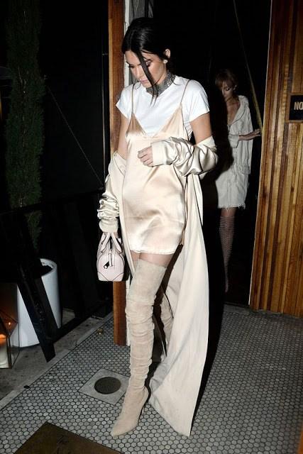 Trend alert: Το slip dress πάνω από το t-shirt!
