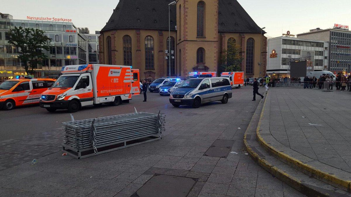 Επίθεση αγνώστου με μαχαίρι στην Φρανκφούρτη – 4 τραυματίες (ΦΩΤΟ)