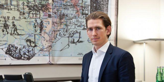 Υποχρεωτική εργασία για του πρόσφυγες ζητεί ο Κουρτς