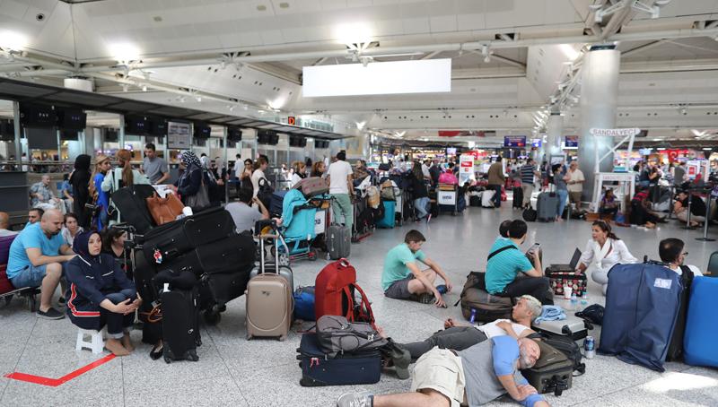 Συναγερμός με ενόπλους στο αεροδρόμιο Ατατούρκ της Κωνσταντινούπολης!