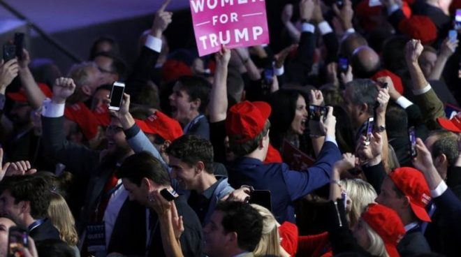 Πανηγυρίζουν οι οπαδοί του Τραμπ