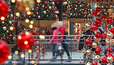 Πόσα θα ξοδέψουν για τις χριστουγεννιάτικες αγορές τους οι Έλληνες