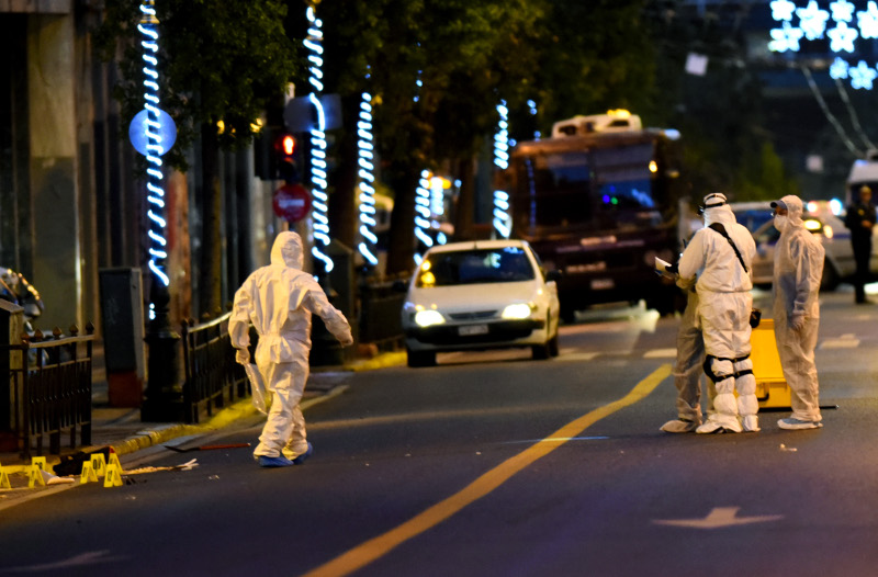 Συναγερμός: Άφησαν σακίδιο με βόμβα στο κέντρο της Αθήνας! (photos)