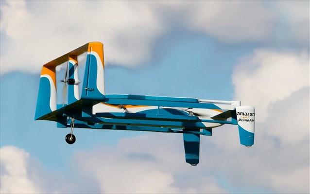 Έγινε η πρώτη παράδοση δέματος με drone από την Amazon