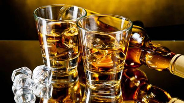 Αλκοόλ. Τι πρέπει να τρώμε για να μην μας…πιάνει