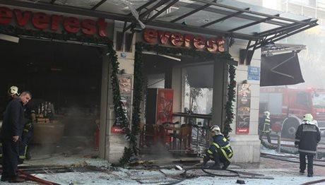 Έξι τραυματίες από την έκρηξη σε κατάστημα στην πλατεία Βικτωρίας