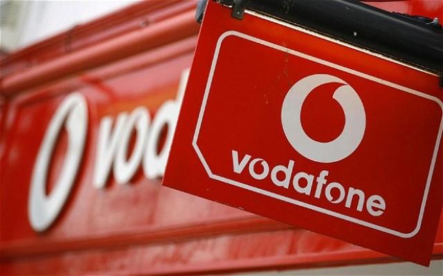 Η Vodafone δίνει δωρεάν χρόνο ομιλίας από κινητά και σταθερά για τις γιορτές