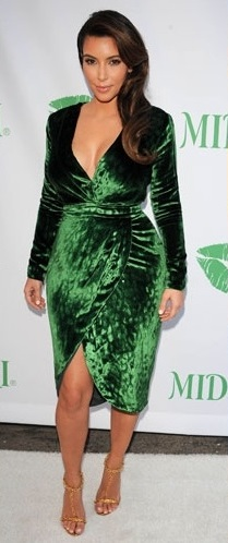 Velvet style: Αυτός είναι ο τρόπος να φορέσεις το βελούδο αν έχεις κάποια παραπάνω κιλά!