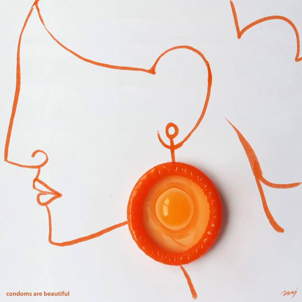 Καλλιτέχνης χρησιμοποίησε προφυλακτικά για να προωθήσει το ασφαλές σ eξ