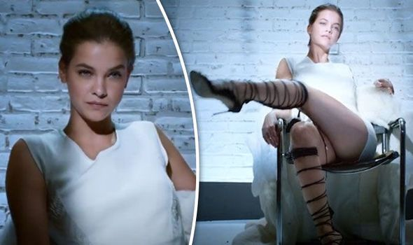 Barbara Palvin: Το super model αναβιώνει τη σκηνή με το σταυροπόδι του «Βασικού Ενστίκτου» (video)