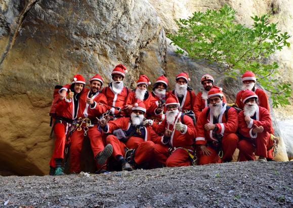 Γεμάτο Αγιοβασίληδες το φαράγγι του Καβουσίου στο Ηράκλειο Κρήτης