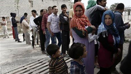 «Δεν αγνοούνται 13.000 πρόσφυγες» λέει το υπουργείο Μεταναστευτικής Πολιτικής