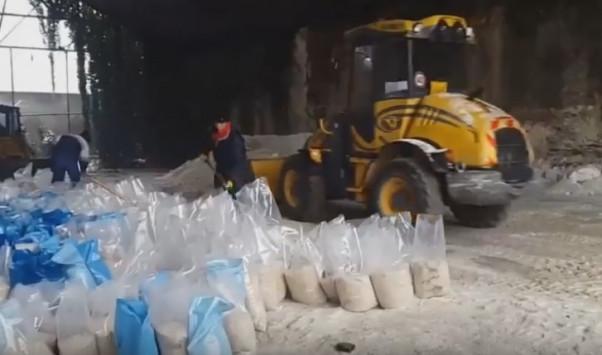 Επικό βίντεο: Ο Μπουτάρης και οι αλατιέρες έγιναν τραγούδι (βίντεο)