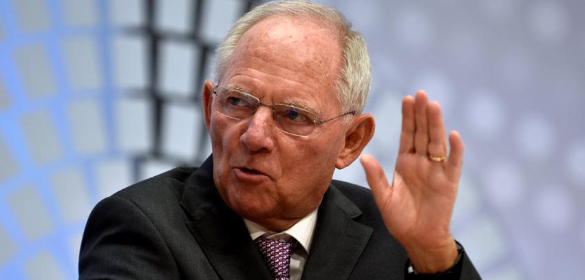 Σόιμπλε: Δεν θα συνιστούσα στην Ελλάδα να διώξει το ΔΝΤ