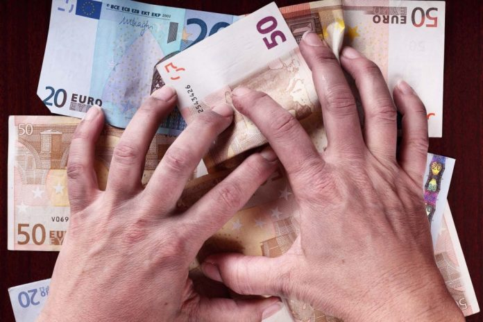 Πρωτοφανής λεηλασία των εισοδημάτων μέσω της ληστρικής φορολογίας