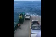 Να τι μπορεί να συμβεί αν δεν ασφαλίσεις το αυτοκίνητό σου στο ferry boat [Βίντεο]