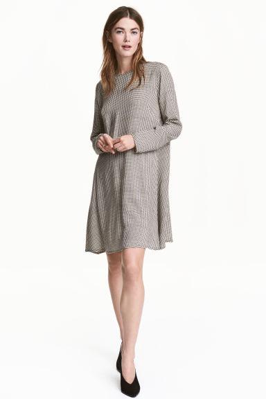 Τα 5 ωραιότερα και πιο stylish εκπτωτικά φορέματα της αγοράς που κοστίζουν λιγότερο από 20ευρώ!