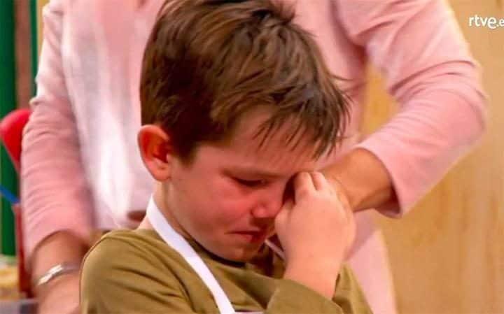 Junior MasterChef: Μικρούλης έβαλε τα κλάματα και ράγισε τις καρδιές των Ισπανών (βίντεο)