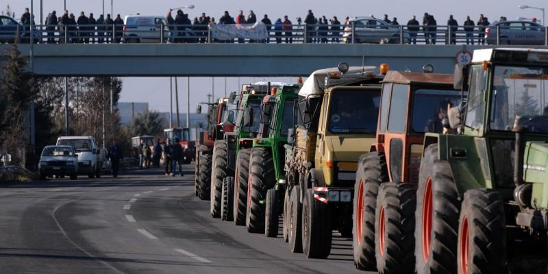 Αγρότες: Στήνουν μπλόκα σε τελωνείο Ευζώνων και διόδια Μαλγάρων