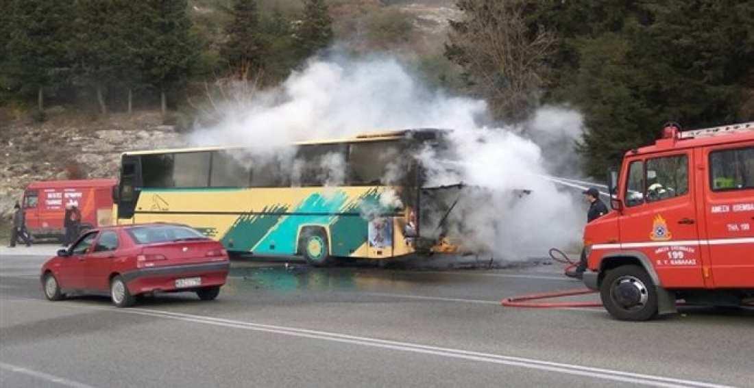 Φωτιά σε λεωφορείο της Σχολής Ευελπίδων στην εθνική οδό