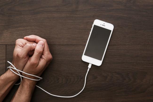 Αυτός είναι ο τρόπος καταπολέμησης του εθισμού στα κινητά τηλέφωνα