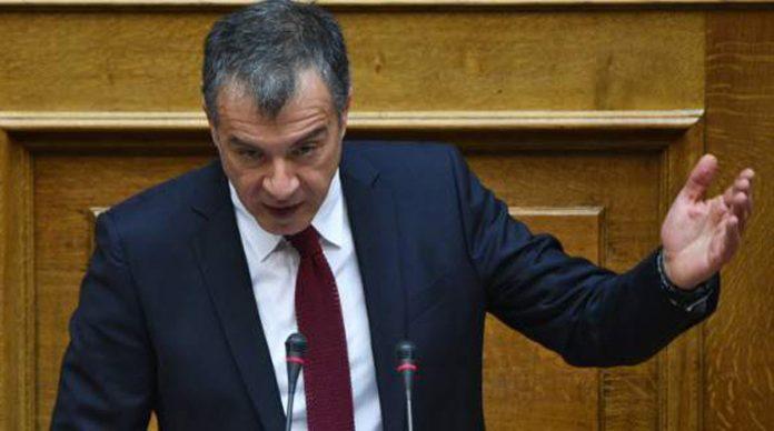 Θεοδωράκης: Ο στόχος του ΣΥΡΙΖΑ είναι να δώσει τον ΔΟΛ στον Μπόμπολα