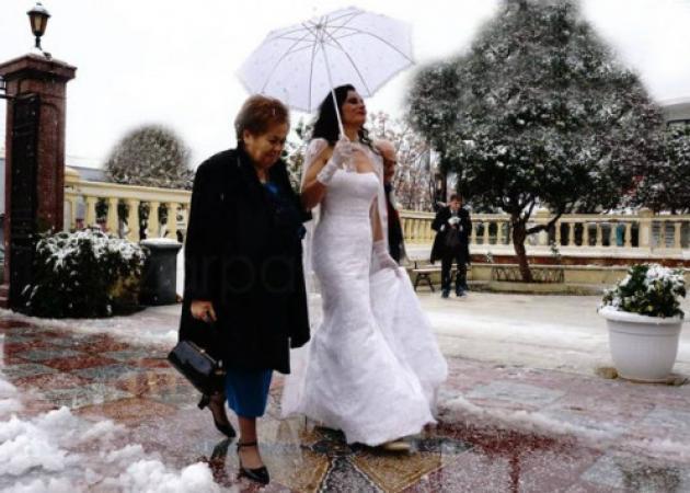 "Viral έγιναν οι ""χιονισμένες"" φωτογραφίες γάμου στην Κρήτη"