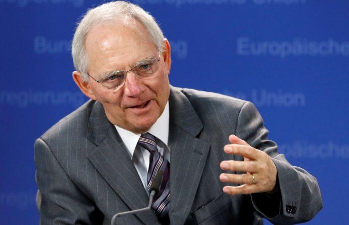 «Βόμβα» Σόιμπλε: Αν φύγει το ΔΝΤ από την Ελλάδα θα έρθει νέο μνημόνιο
