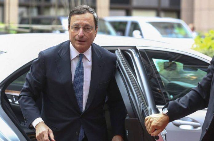 Ντράγκι: Βιώσιμο το χρέος όλων των χωρών της ευρωζώνης