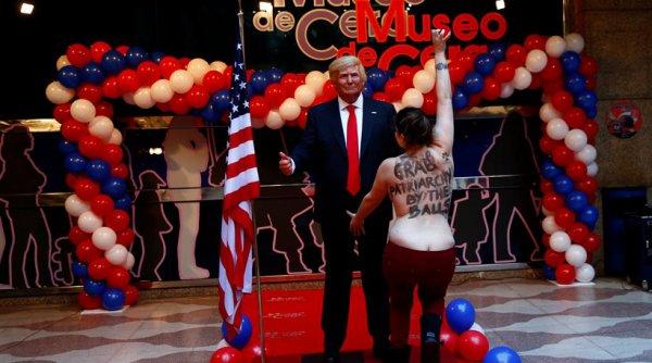 Γυμνόστηθη ακτιβίστρια των Femen έπιασε τον Τραμπ από τα… γεννητικά όργανα!
