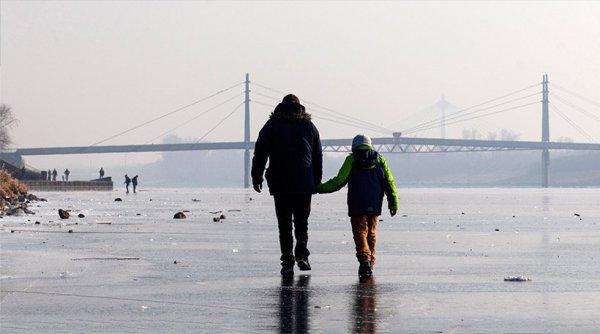 Δείτε φωτογραφίες: Πάγωσε μετά από 30 χρόνια ο Δούναβης στη Βιέννη (φωτό)
