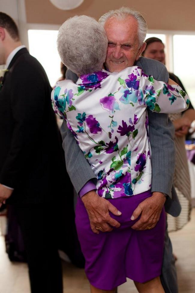 Υπέροχες φωτογραφίες που αποδεικνύουν ότι ο έρωτας δεν έχει ηλικία (εικόνες)