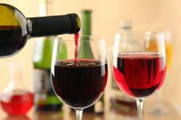 Το κόκκινο κρασί και τα κόκκινα φρούτα αυξάνουν το προσδόκιμο ζωής