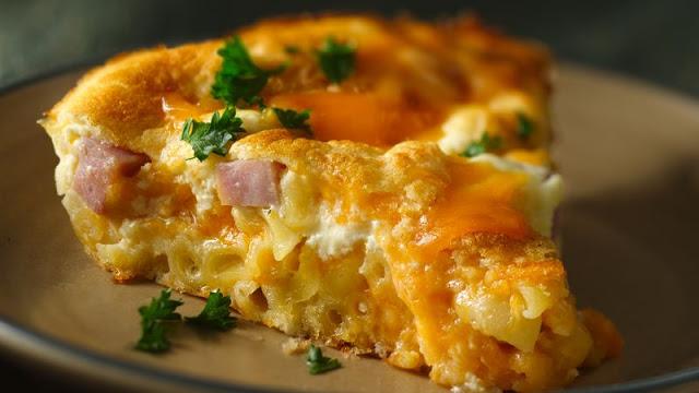 Πίτα με κοφτό Μακαρονάκι ,ζαμπόν & τσένταρ !!!
