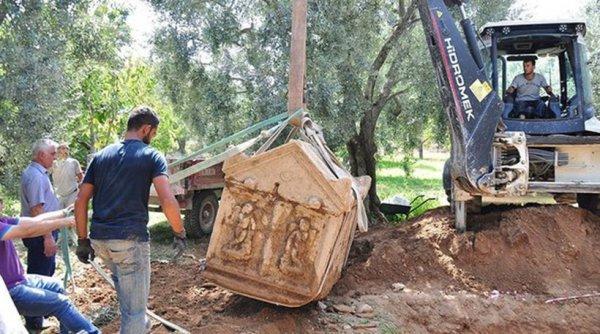 Τρεις αρχαίοι τάφοι με απεικονίσεις του θεού Έρωτα ανακαλύφθηκαν στην Προύσα