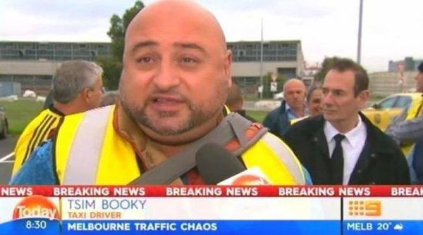 Ο διάσημος ελληνοαυστραλός ταξιτζής «Tsim Booky» εξηγεί γιατί τρόλαρε τους Αυστραλούς ρεπόρτερ