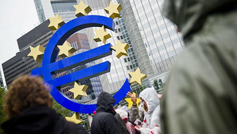 ΕΚΤ: Ευρωπαίοι επενδυτές μεταφέρουν χρήμα εκτός της ευρωζώνης, παρά την ανάκαμψη