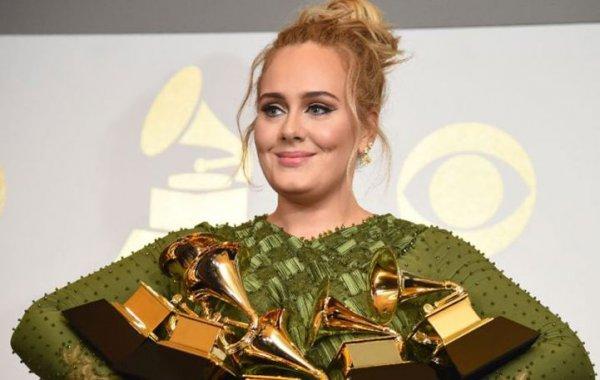 Adele: Δεν θα πιστεύετε πόσα κερδίζει σε κάθε live εμφάνισή της