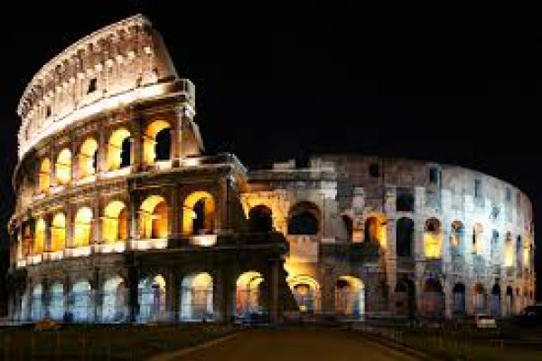 Πήγε στο Κολοσσαίο και χάραξε το ονομά της- Σε δίκη τουρίστρια