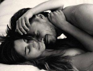 Θες να τον τρελάνεις στο κρεβάτι; Αυτά είναι τα «ιδιαίτερα» μυστικά των strippers!
