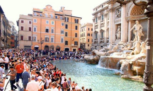 Κι ύστερα λέμε για την Ελλάδα. Δείτε τι γίνετε στην Ιταλία για μια θέση στο δημόσιο (ΕΙΚΟΝΕΣ)