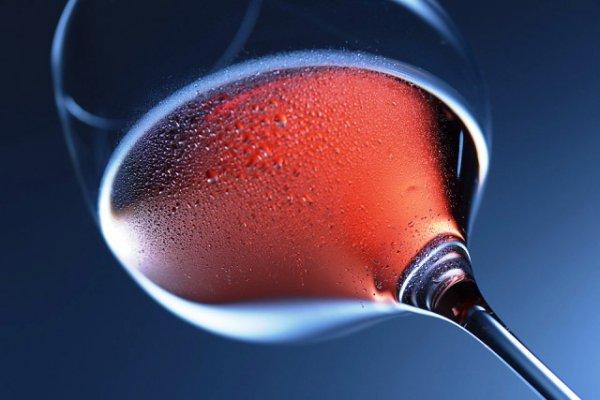 Το κρασί μπορεί να βοηθήσει στην πρόληψη της απορρόφησης του λίπους, ή να μειώσει τις επιπτώσεις των λιπαρών τροφίμων στον οργανισμό;