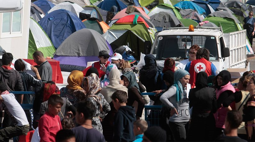 Guardian: Για κάθε 100 δολάρια που παίρνει η Ελλάδα για το προσφυγικό, 70 χάνονται!