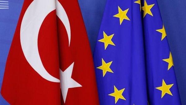 Η Ε.Ε »παγώνει» την προενταξιακή χρηματοδότηση της Τουρκίας