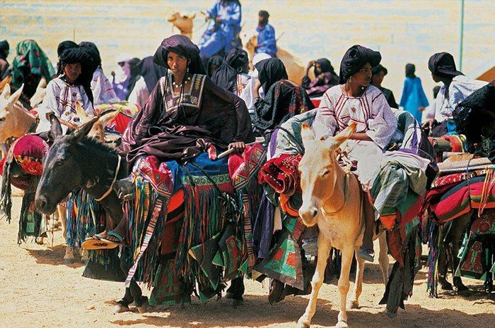 Οι άγνωστες γυναίκες Τουαρέγκ: Μουσουλμάνες, έχουν ελεύθερη ερωτική ζωή ενώ παίρνουν και διαζύγια