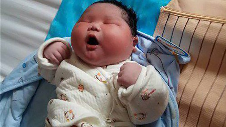 Απίστευτο: Μωράκι στην Κίνα γεννήθηκε 7 κιλά – Έγινε viral (εικόνες)