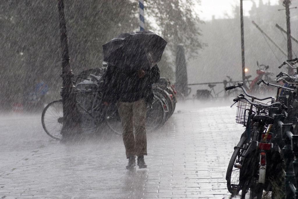 Έκτακτο δελτίο επιδείνωσης του καιρού: Βροχές και καταιγίδες μέχρι την Κυριακή